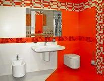 Banheiro vermelho Imagens de Stock Royalty Free