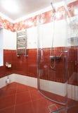 Banheiro vermelho moderno Imagens de Stock Royalty Free