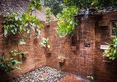 Banheiros com chuveiro na casa de hóspedes do santuário de Khao Sok, Tailândia Imagens de Stock Royalty Free