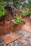 Banheiros com chuveiro na casa de hóspedes do santuário de Khao Sok, Tailândia Foto de Stock Royalty Free