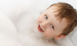 Banho de espuma - lavagem do menino Foto de Stock Royalty Free