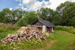 Banho de madeira velho do russo tradicional Imagem de Stock