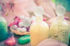 Banho de sal do lírio da flor do conceito dos termas Fotografia de Stock Royalty Free