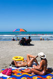 Banho de sol das meninas na praia Imagem de Stock Royalty Free