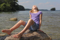 Banho de Sun no lago foto de stock royalty free