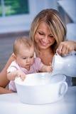 Banho do bebê fotos de stock royalty free