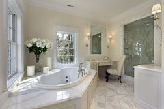 Banho mestre na HOME luxuosa foto de stock royalty free