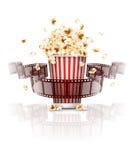 Banhoppningpopcorn och film-remsa film Arkivbilder