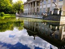 Banhos reais em Varsóvia, a capital do parque do azienki do  de Å do Polônia imagem de stock