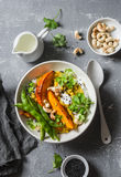 Bania dhal Tradycyjna indyjska strączkowych warzyw polewka Zdrowy Jarski Karmowy pojęcie na szarym tle Zdjęcia Stock