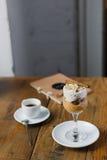 Bania, hazelnut kawa espresso i mousse i Obraz Royalty Free