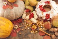 Bania i inni warzywa na stole Zdjęcie Royalty Free