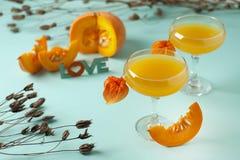 Bania i pomarańcze spiced spadek pijemy, Halloween pojęcie zdjęcia royalty free