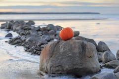 Bania morzem i kamieniami Obraz Royalty Free