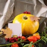 Bania na stole z notatką Fotografia Royalty Free