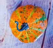 Banie dla Halloween z śmiesznymi przyjaciółmi które bawić się z duchami - Obrazy Stock