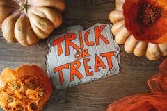 Banie wakacyjny Halloween na drewnianym stole obraz royalty free