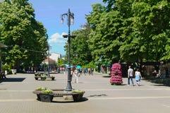 Banja Vrnjacka, Serbia-5 30 2017: Прогулка в центре города, главная улица стоковое фото rf