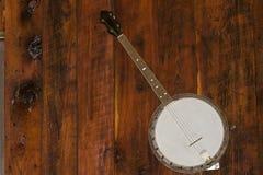 Banjo auf einer Wand. stockfoto
