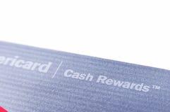 Bank of America el cierre de la tarjeta de crédito de las recompensas del efectivo para arriba en el fondo blanco Foto de archivo libre de regalías