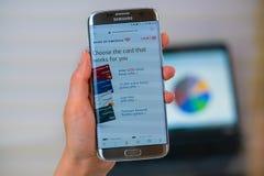 Bank of America el sitio web en el teléfono móvil imágenes de archivo libres de regalías