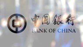 Bank av den Kina logoen på ett exponeringsglas mot den suddiga folkmassan på steeten Redaktörs- tolkning 3D Arkivbilder