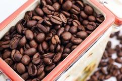 Bank av kaffebönor Arkivfoton