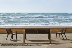 Bank dichtbij de kust van het overzees Royalty-vrije Stock Foto