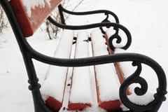 Bank die met sneeuw wordt behandeld Royalty-vrije Stock Afbeeldingen