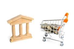 Bank en het karretje met geld Het concept dividendbetalingen, stortingen in banken Bankwezensysteem, investering in de economie r stock afbeelding