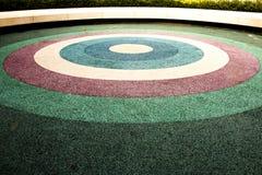 Bank en kleurrijke rubbervloer Stock Afbeeldingen
