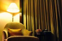 Bank en meubilair onder licht Royalty-vrije Stock Foto