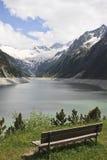 Bank entlang Schlegeis-Reservoir, Österreich Stockbilder