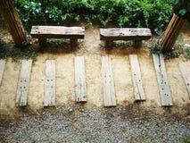 Bank im Garten Stockbilder