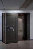 Bank krypty drzwi. Skrytka w stali nierdzewnej. Obrazy Royalty Free