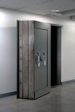 Bank krypty drzwi. Skrytka w stali nierdzewnej. Zdjęcia Stock