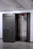 Bank krypty drzwi. Skrytka w stali nierdzewnej. Fotografia Royalty Free