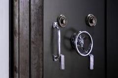 Bank krypty drzwi. Skrytka w stali nierdzewnej. Obrazy Stock