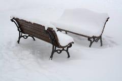 Bank met sneeuw in Sofia, 29 Dec, 2014 wordt behandeld die Stock Fotografie