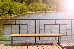 Bank op de pijler, bootpost, mooie plaats Royalty-vrije Stock Afbeelding