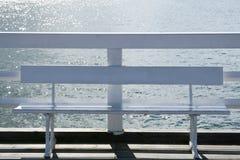Bank op een pier Royalty-vrije Stock Foto's