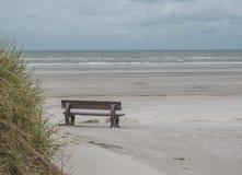 Bank op strand van Ameland Royalty-vrije Stock Afbeeldingen