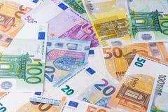 bank repet för anmärkningen för pengar för fokus hundra för euroeuros fem eurokassabakgrund Europengarsedlar Arkivbild