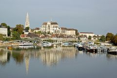 Bank of the river Yonne to Auxerre (Burgundy) Stock Photography