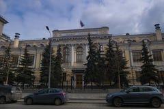Bank Rosja stan flaga, samochody WS Fotografia Royalty Free