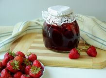 Bank with strawberry jam Royalty Free Stock Photos