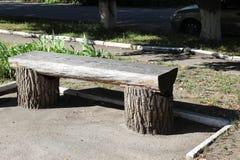 Bank van de boomstam van boom stock afbeeldingen