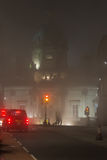 Bank van de bouw van Schotland in een mistige nacht in Edinburgh, Scotlan Stock Foto