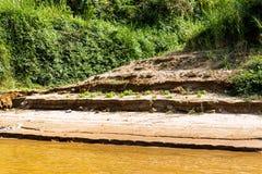 Bank van de rivier Nam Khan van riviernam khan in Luang Prabang, Laos Exemplaarruimte voor tekst royalty-vrije stock foto