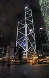Bank van de wolkenkrabber van China in 's nachts Hong Kong Royalty-vrije Stock Foto's